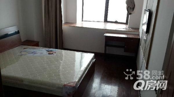 木地板瓷砖房间